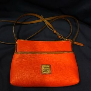 LIKE NEW! Dooney & Bourke small crossbody purse
